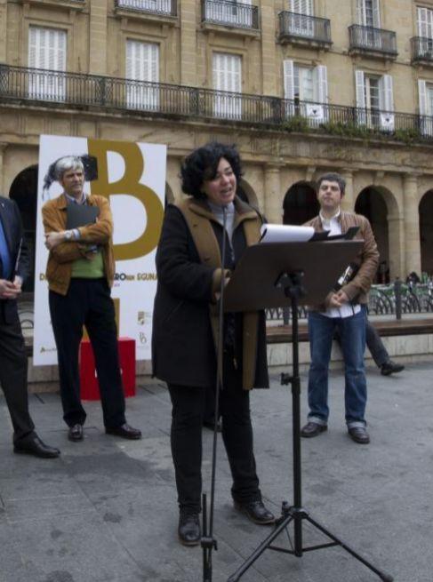 Gurutze Beitia durante el recital de poemas en el Día de Blas de...