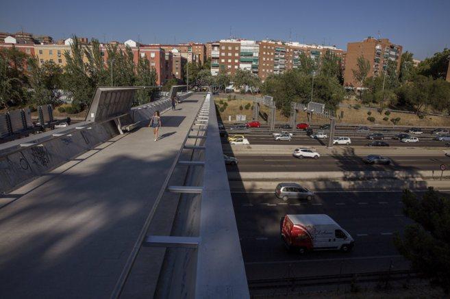Imagen del puente que cruza la M-30 a la altura de San Marcelo