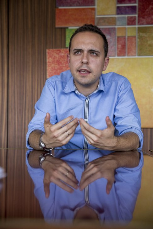 José M. Calvo durante la entrevista en la sala de reuniones de su...