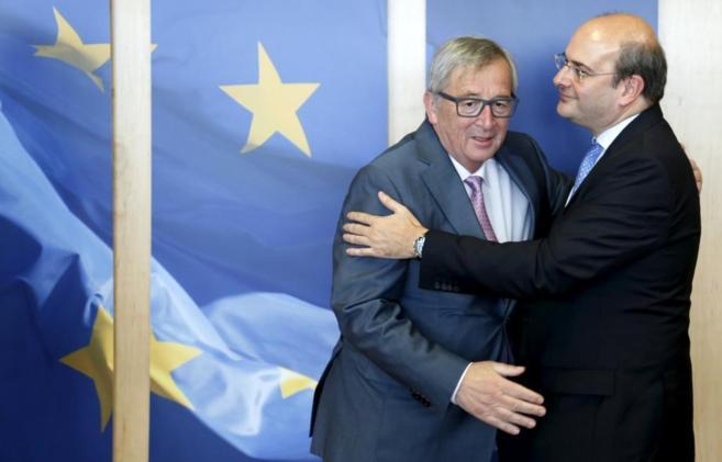 Jean-Claude Juncker y Kostis Chatzidakis en la sede de la Comisión...
