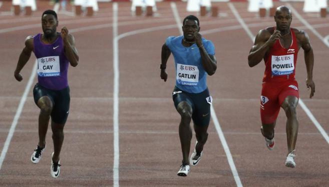 Gay, Gatlin y Asafa Powell durante la carrera de 100 metros