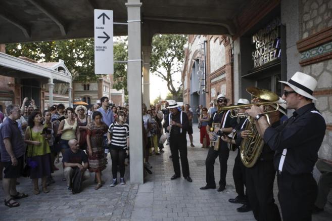 Concierto de la Mad 4 Dixie Club Band a ritmo de Mardi Gras.