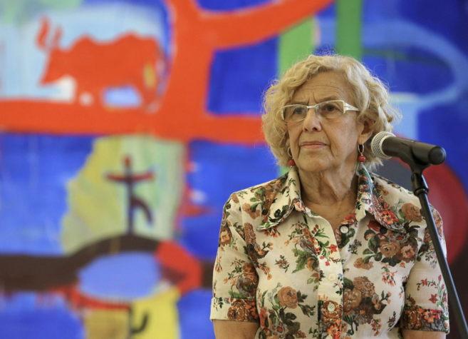 La alcaldesa de Madrid, Manuela Carmena, durante una breve...