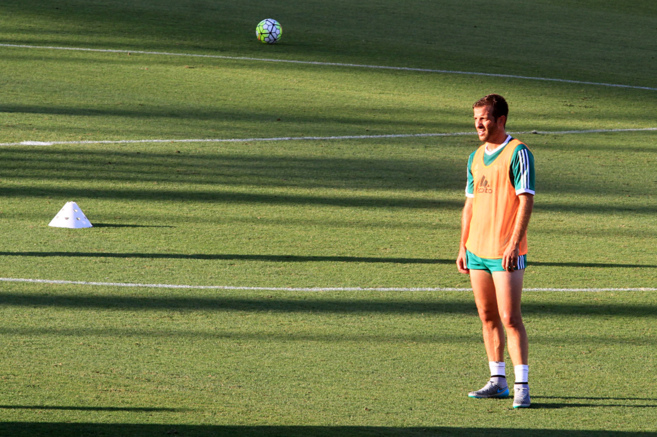 Van Der Vaart en el entrenamiento con su nuevo club, el Real Betis...