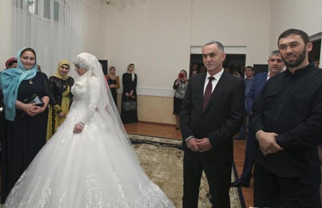 Jedha Goilabiyeva, en su boda forzosa con el oficial de policía...