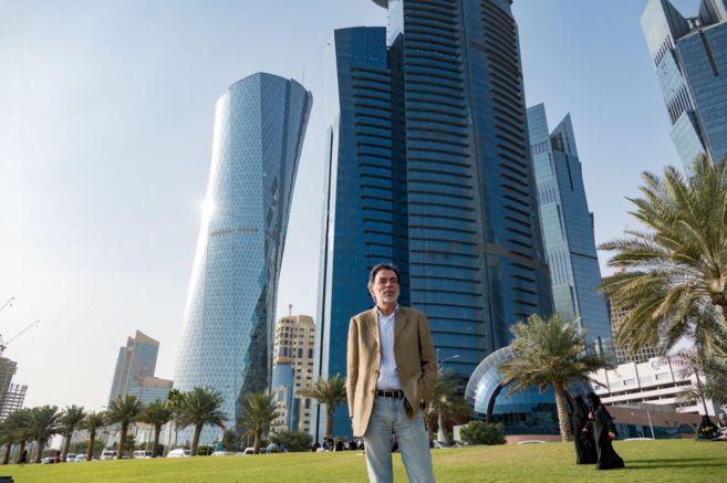 El economista Miguel Ángel Saiz, junto a varios de los rascacielos de...