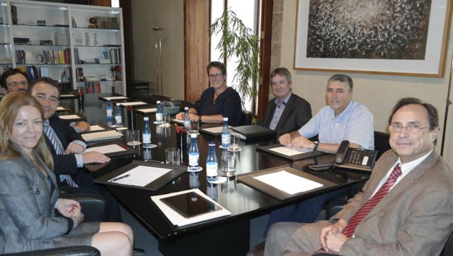 Los equipos de Hacienda y Economía, reunidos en una sesión de...