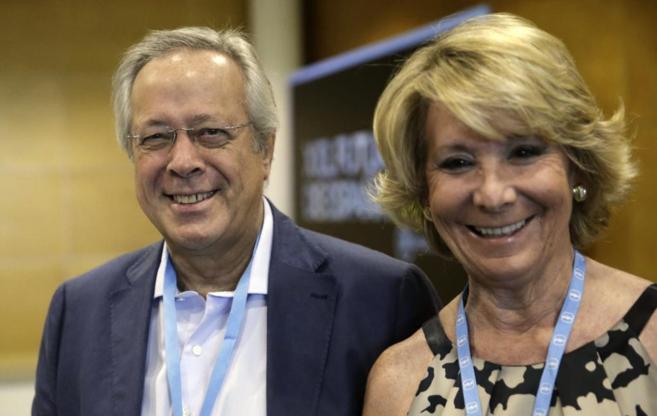 Ramón Aguirre, presidente de Sepi y Esperanza Aguirre en la...