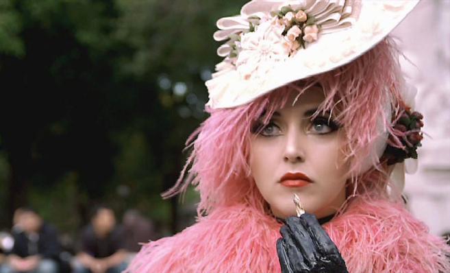 Amy Martin, en una imagen del videoclip Who reads the future?