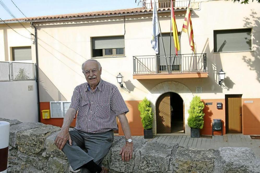 El alcalde de Pontons, Lluís Fernando Caldentey, ante el...