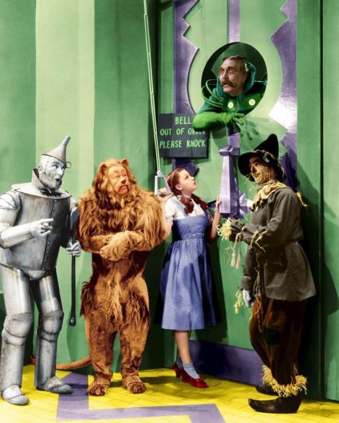 Judy Garland en una escena de 'El mago de Oz' con los...
