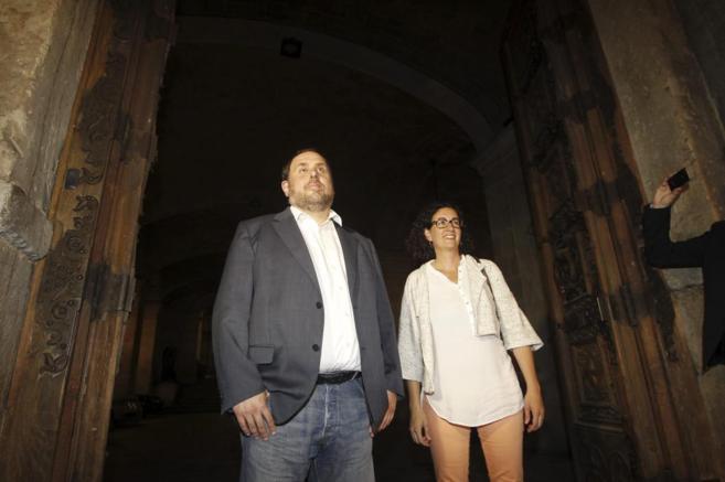 Oriol Junqueras junto a Marta Rovira, al salir de la runión en el...