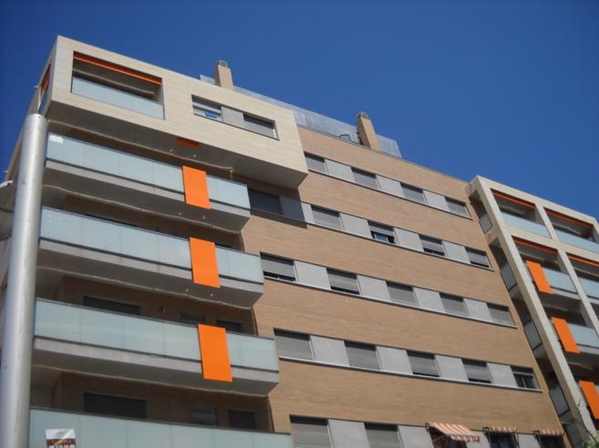 Imagen de archivo de un bloque de pisos a estrenar de la Sareb.