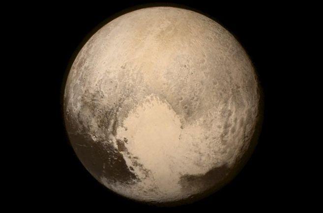 Fotografía de Plutón enviada por la sonda 'New Horizons'.