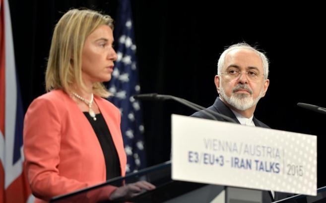 La jefa de la diplomacia europea, Federica Mogherini y el ministro de...