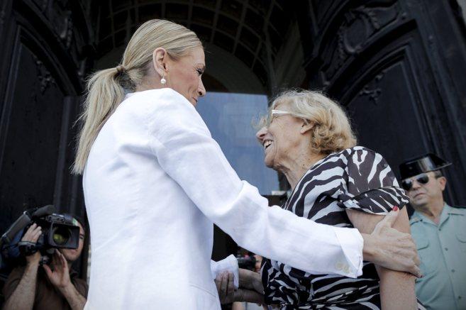 La presidenta de la Comunidad de Madrid y la alcaldesa de la capital,...