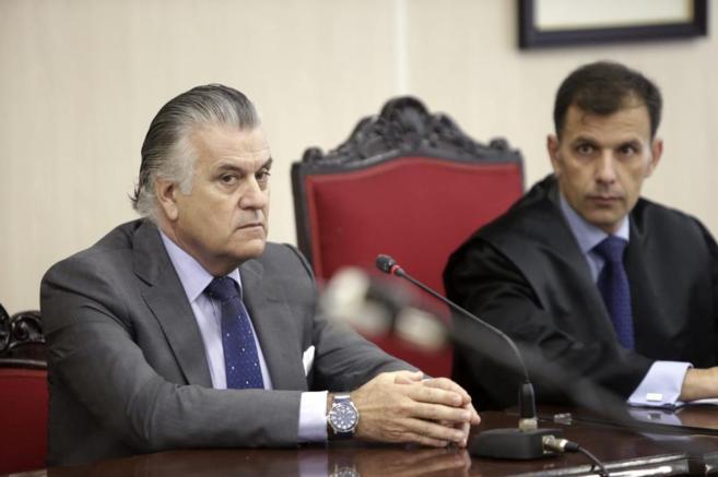 Luis Bárcenas este miércoles junto a su abogado en los juzgados de...