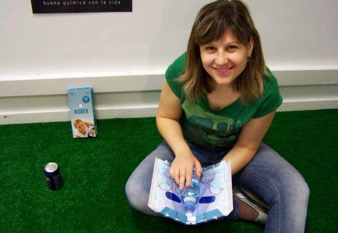 La fundadora de Cool Everywhere, Paola Fatás, con el sistema Aisber.