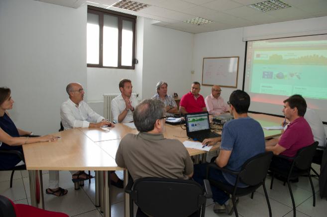 El grupo de trabajo en una de las reuniones mantenidas para crear la...