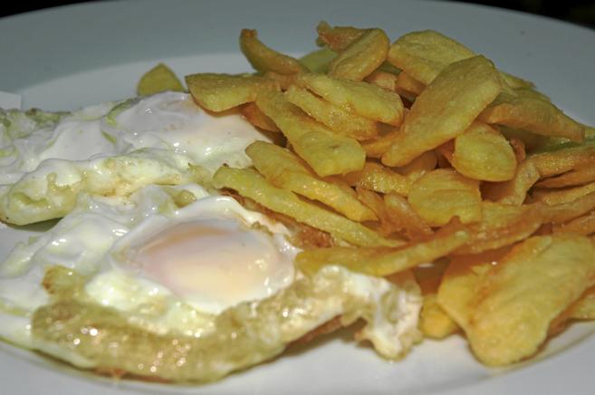 calorias huevo frito sin aceite