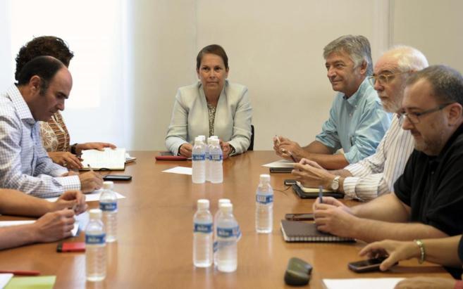 La futura presidenta de Navarra, con representantes de Geroa Bai, EH...