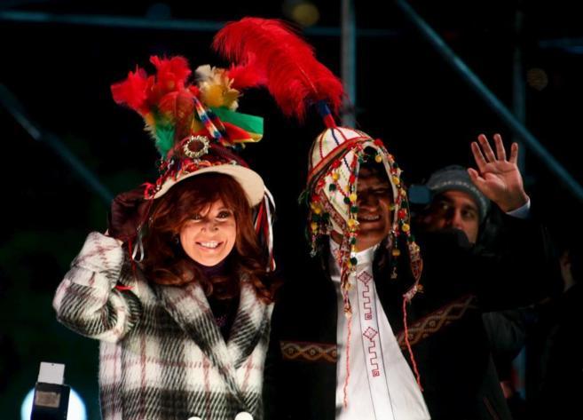 Cristina Fernandez de Kirchner y Evo Morales, en la inauguración de...