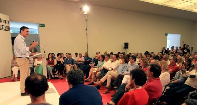 El líder del PSOE, Pedro Sánchez, durante su intervención ayer en...