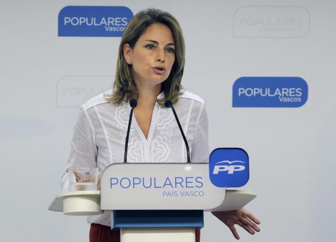 La presidenta del PP vasco, Arantza Quiroga, en una rueda de prensa en...