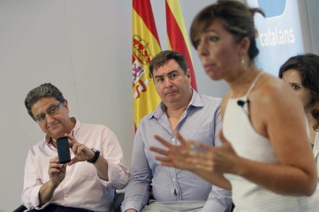 La líder del PPC, Alicia Sánchez-Camacho, filmada en móvil por...