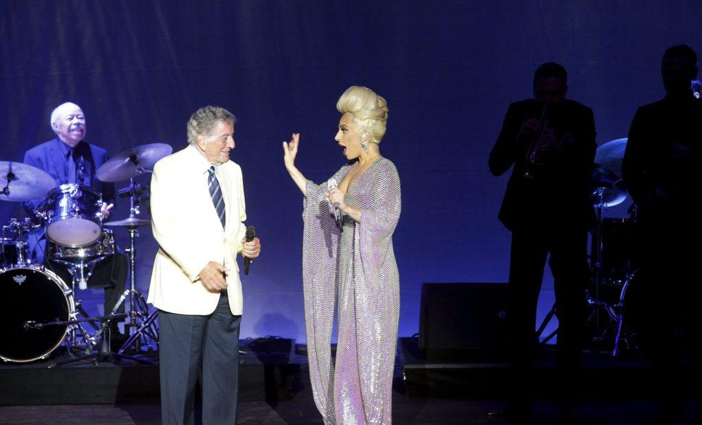 Tonny Bennett y Lady Gaga en un momento del recital ofrecido ayer en...