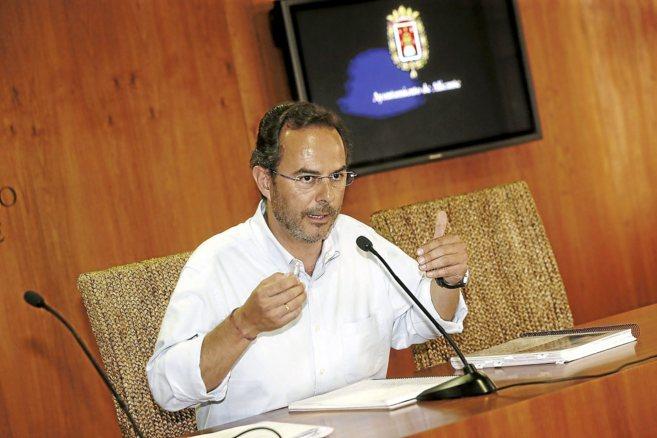 Carlos Castillo, en una rueda de prensa en el Ayuntamiento, imagen de...