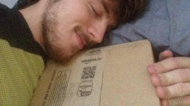 @JRoldier 'duerme' con un paquete enviado por Seur que sí llegó a...