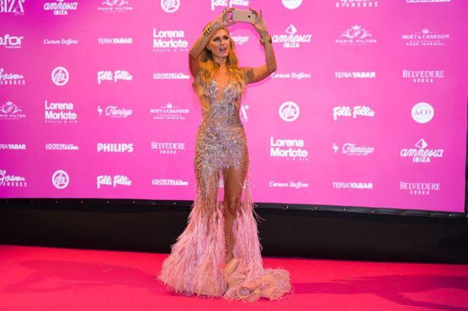 Un vestido de 50.000 piedras de Swarovski para Paris Hilton   Ibiza ... 8b0850ceeadb