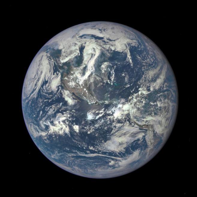 Imagen de la Tierra tomada desde el satélite DSCOVR.