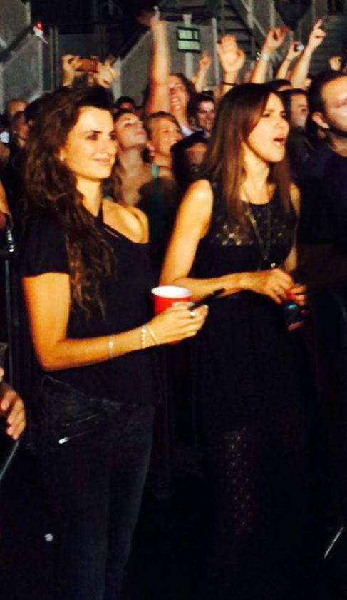 Penélope Cruz y Goya Toledo, disfrutando del concierto.
