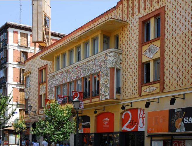 Imagen de la fachada del art decó del Teatro Pavón en Embajadores,...