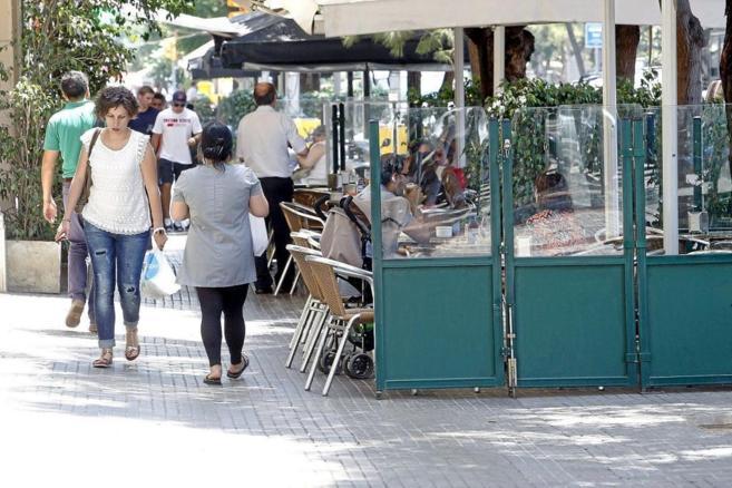 Una terraza en la calle Mandri de Barcelona.