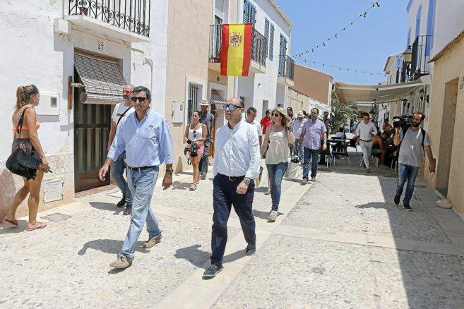 La corporación municipal en su visita a Tabarca