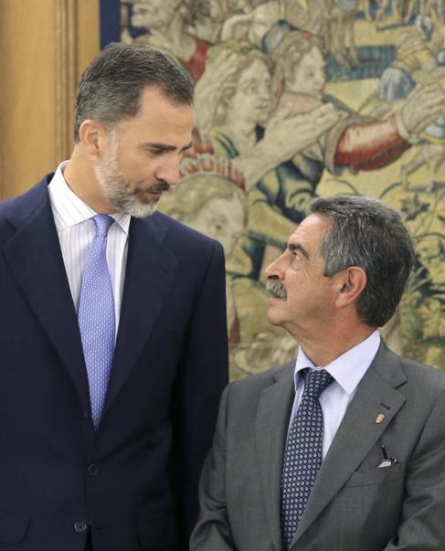 Felipe VI, con Miguel Ángel Revilla en la Zarzuela.