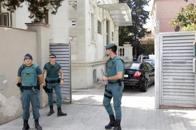 La Guardia Civil, durante el registro a Teyco.