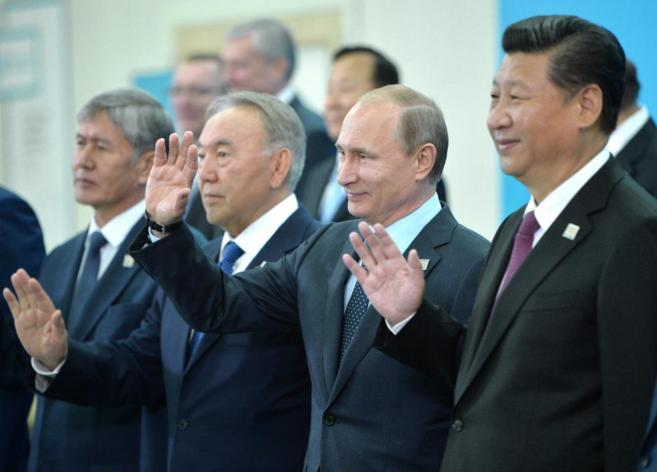 De izda. a dcha., los presidentes de Kirguizistán, Kazajistán, Rusia...