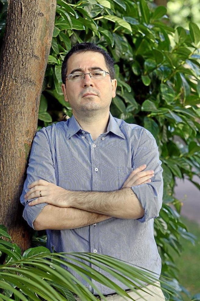 El investigador Marius Costache en el exterior del Palau del...