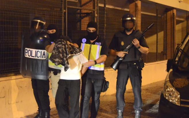 Agentes de la Policía Nacional, en el momento de la detención del...