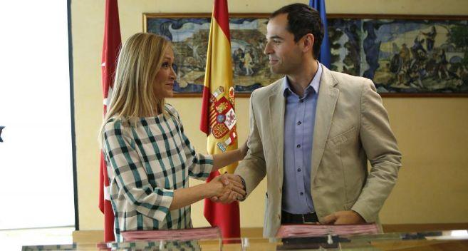 Ignacio Aguado, junto a Cristina Cifuentes, su 'socia' en la...