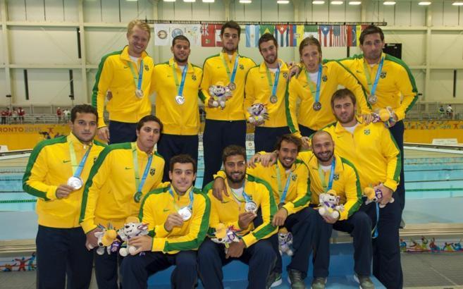 Selección brasileña de waterpolo. Thye es el tercero por la derecha...