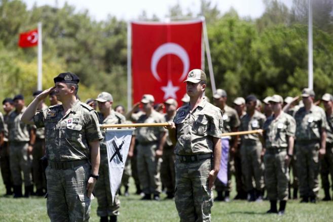 Soldados turcos despiden a un compañero muerto en un ataque de Estado...