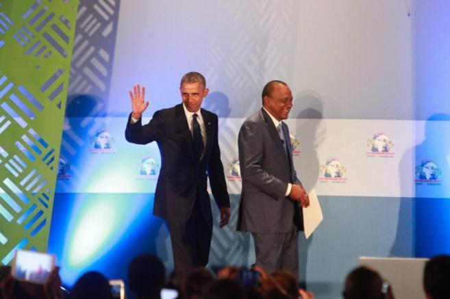 Obama y el presidente keniano Uhuru Kenyatta durante su discurso en...