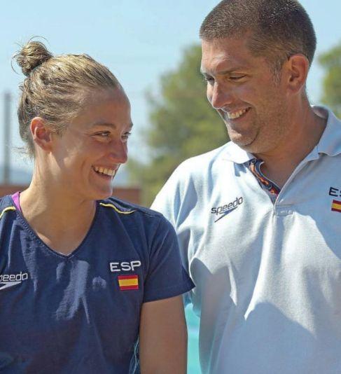 Mireia Belmonte, junto a su entrenador, Fred Vergnoux.