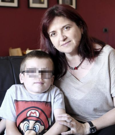 Víctor junto a su madre, Ana.