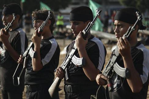 Campo de entrenamiento militar para jóvenes palestinos en la Franja...